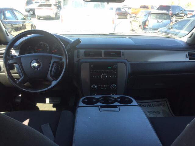 2009 Chevrolet Suburban for sale at Rainbow Motors in El Paso TX