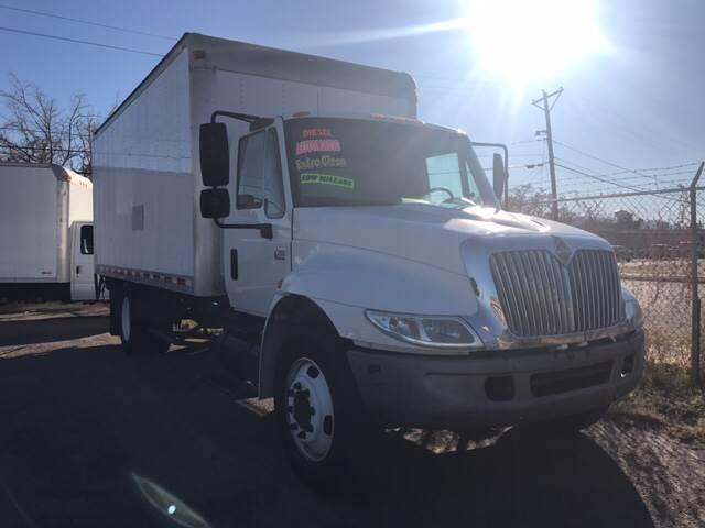 2003 International 4200 VT365 for sale at Rainbow Motors in El Paso TX