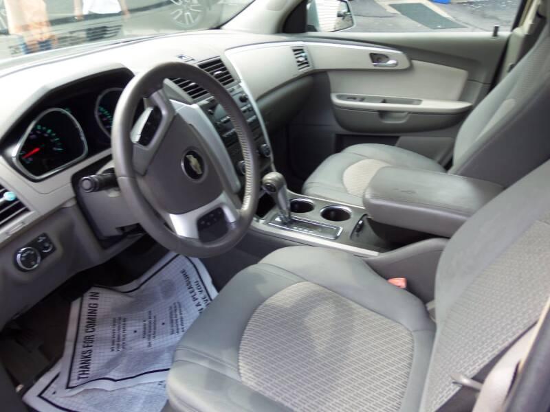 2009 Chevrolet Traverse LT 4dr SUV w/1LT - Easton PA