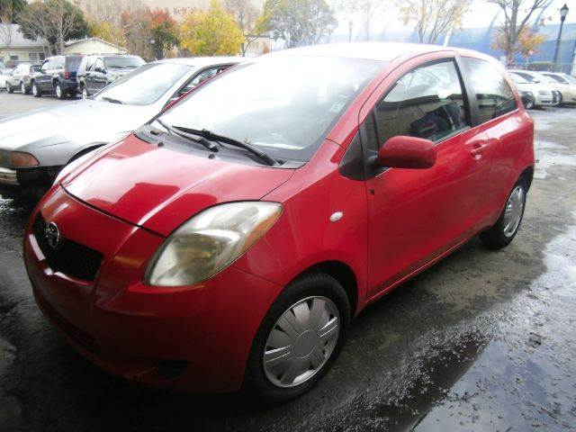 2007 TOYOTA YARIS BASE 2DR HATCHBACK 15L I4 4A red antenna type - mast center console - front