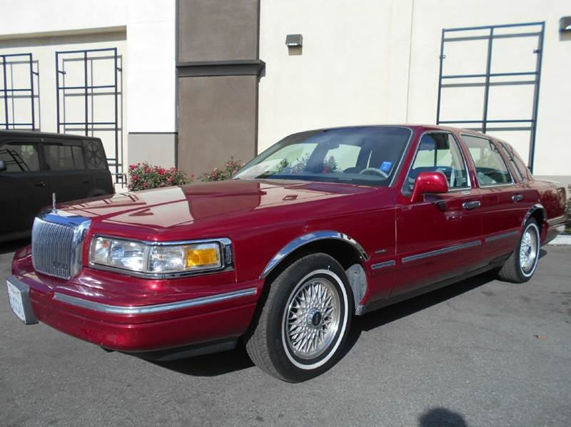 1995 LINCOLN TOWN CAR SIGNATURE 4DR SEDAN red abs - 4-wheel air suspension - rear anti-theft sy