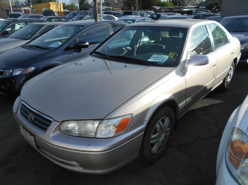 2000 TOYOTA CAMRY LE 4DR SEDAN gold cassette center console cruise control front air condition