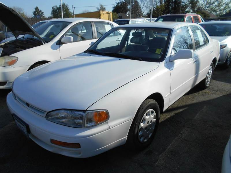 1995 TOYOTA CAMRY LE 4DR SEDAN white antenna type - power cassette cruise control front air co