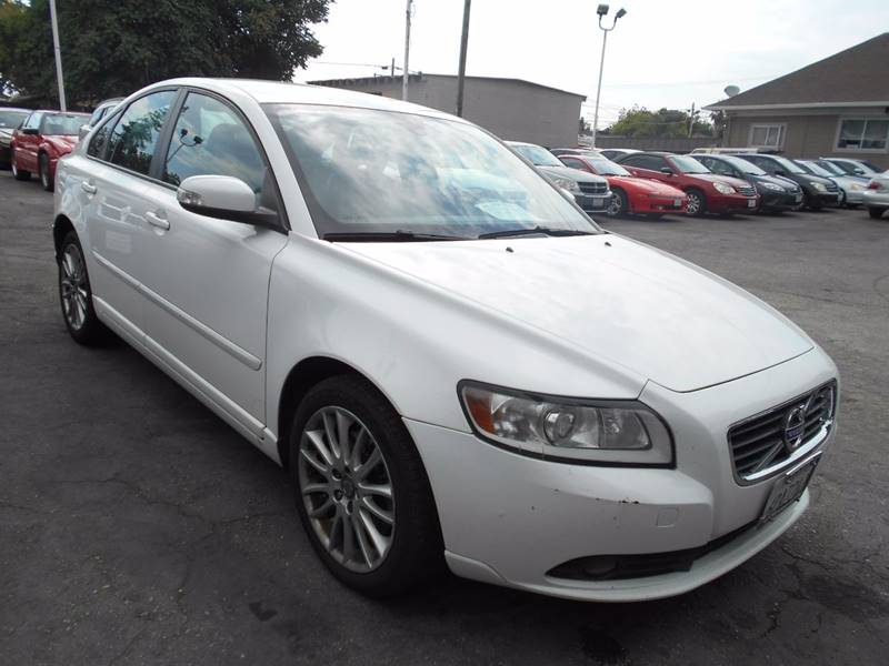 2011 VOLVO S40 T5 4DR SEDAN white mirror color - silver body side moldings - body-color front b