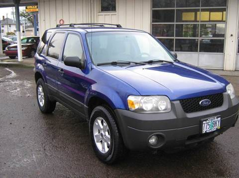 2005 Ford Escape for sale at D & M Auto Sales in Corvallis OR