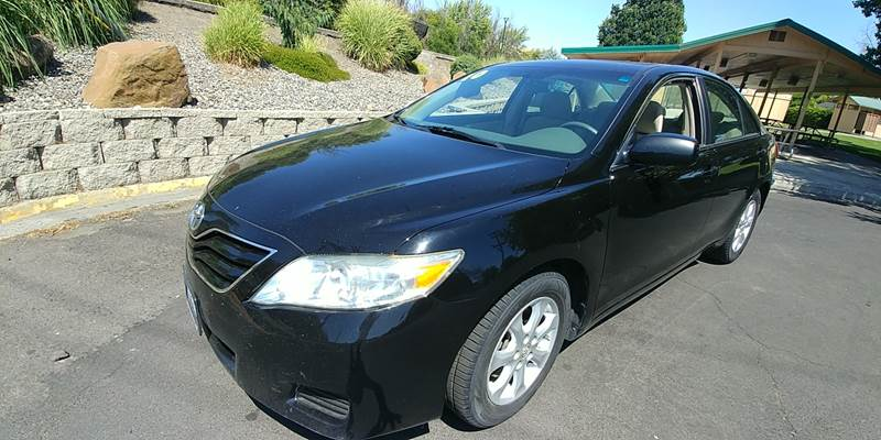 2010 Toyota Camry for sale at Deanas Auto Biz in Pendleton OR