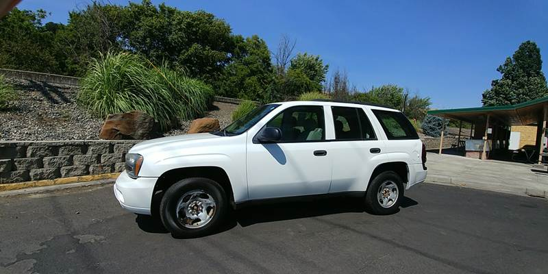 2006 Chevrolet TrailBlazer for sale at Deanas Auto Biz in Pendleton OR