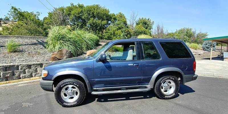 1999 Ford Explorer for sale at Deanas Auto Biz in Pendleton OR