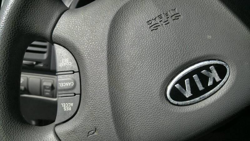 2010 Kia Sedona for sale at Deanas Auto Biz in Pendleton OR