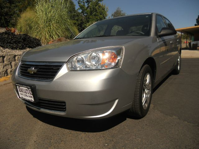 2007 Chevrolet Malibu for sale at Deanas Auto Biz in Pendleton OR