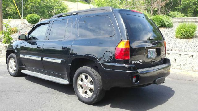 2002 GMC Envoy XL for sale at Deanas Auto Biz in Pendleton OR