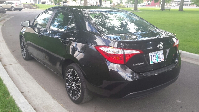 2014 Toyota Corolla for sale at Deanas Auto Biz in Pendleton OR