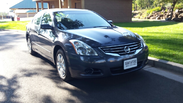 2012 Nissan Altima for sale at Deanas Auto Biz in Pendleton OR