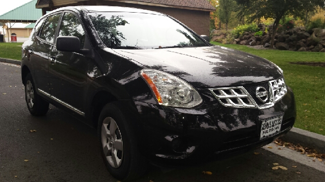 2013 Nissan Rogue for sale at Deanas Auto Biz in Pendleton OR