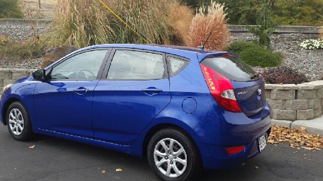 2012 Hyundai Accent for sale at Deanas Auto Biz in Pendleton OR