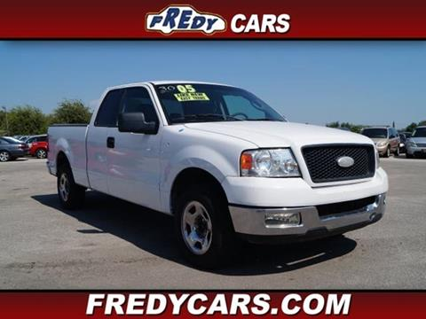 2005 Ford F-150 for sale at FREDYS CARS FOR LESS in Houston TX