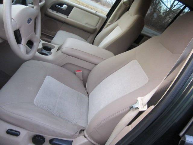Groovy 2003 Ford Expedition Xlt 4Wd 4Dr Suv In Revere Ma Master Auto Squirreltailoven Fun Painted Chair Ideas Images Squirreltailovenorg