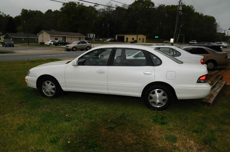 1996 Toyota Avalon for sale at RICHARDSON MOTORS in Anderson SC