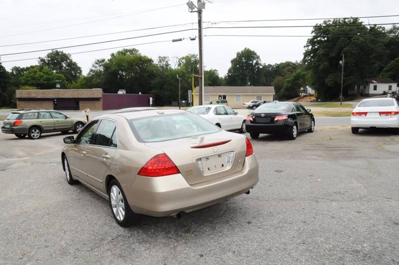 2007 Honda Accord for sale at RICHARDSON MOTORS in Anderson SC