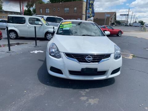 2011 Nissan Altima for sale at RON'S AUTO SALES INC in Cicero IL
