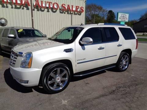 2010 Cadillac Escalade for sale at De Anda Auto Sales in Storm Lake IA