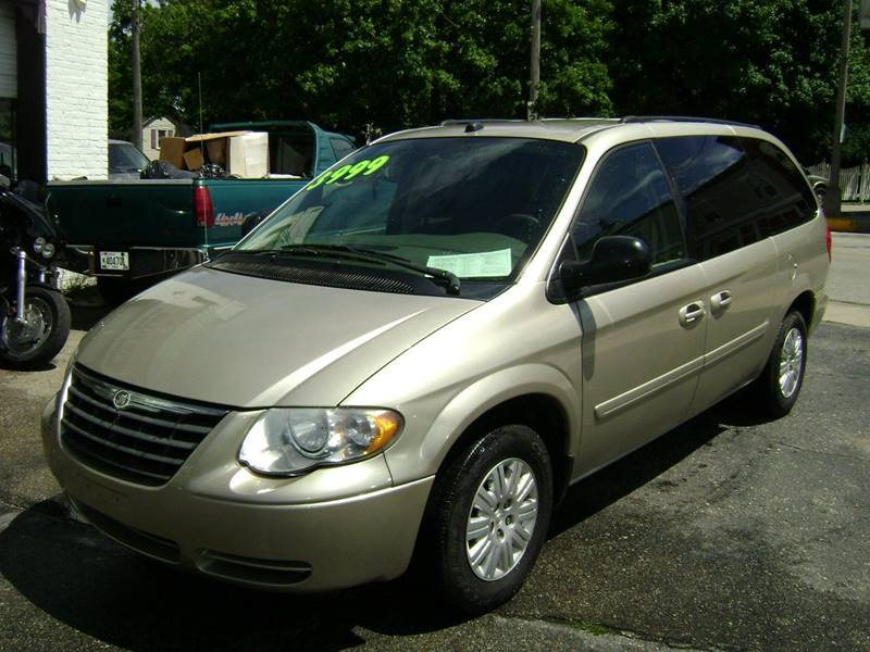 2005 Chrysler Town and Country LX 4dr Extended Mini-Van - Burlington WI
