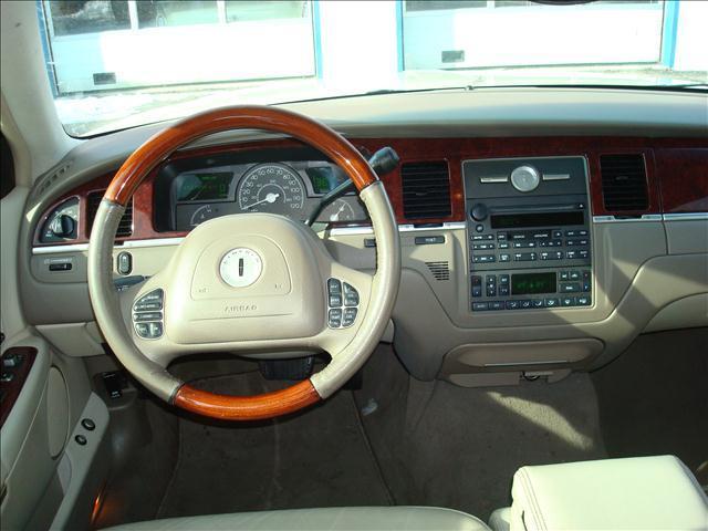 2003 Lincoln Town Car Cartier - Port Huron MI