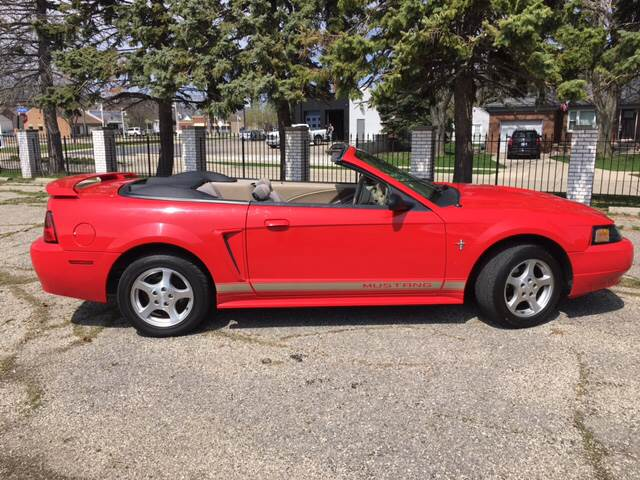 2002 Ford Mustang Deluxe 2dr Convertible - Port Huron MI