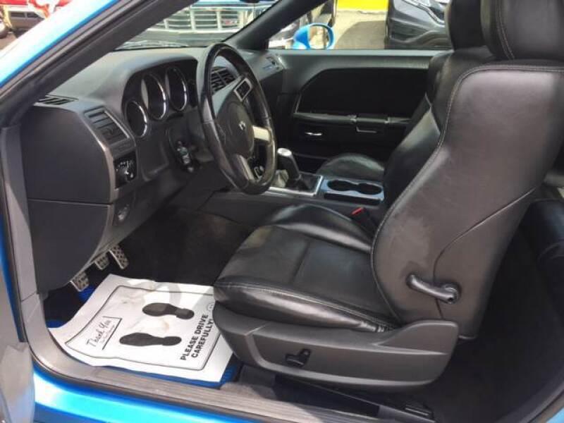 2010 Dodge Challenger SRT8 (image 8)