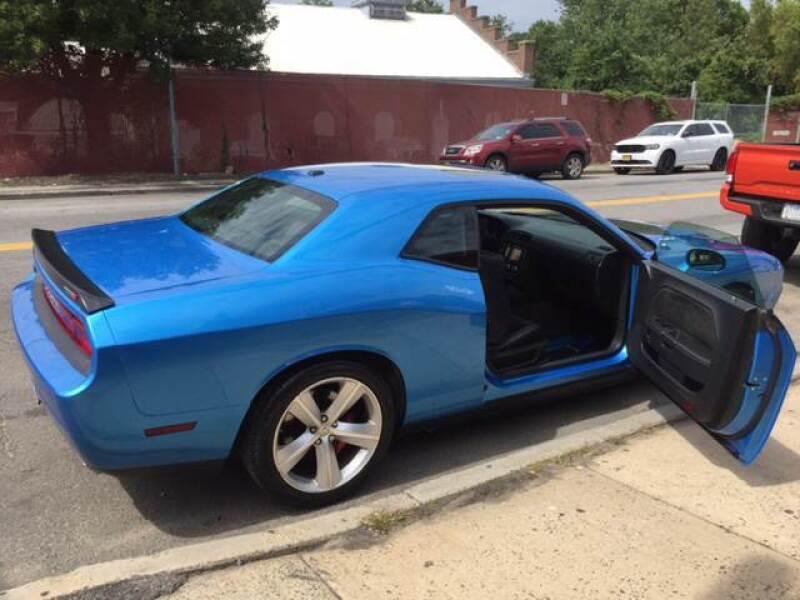 2010 Dodge Challenger SRT8 (image 5)