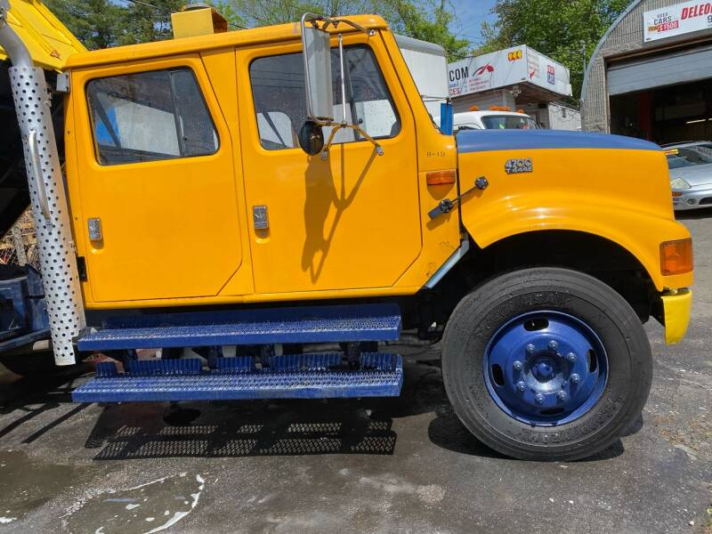 2001 International 4700 4X2 2dr Chassis - New Rochelle NY