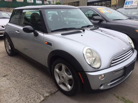 2005 MINI Cooper for sale at Deleon Mich Auto Sales in Yonkers NY