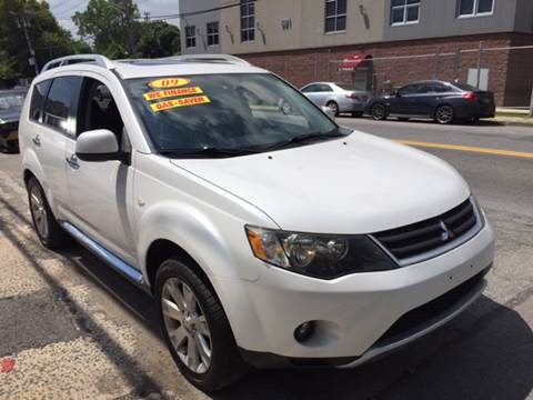 2009 Mitsubishi Outlander for sale at Deleon Mich Auto Sales in Yonkers NY