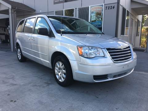 2010 Chrysler Town and Country for sale in Tacoma, WA