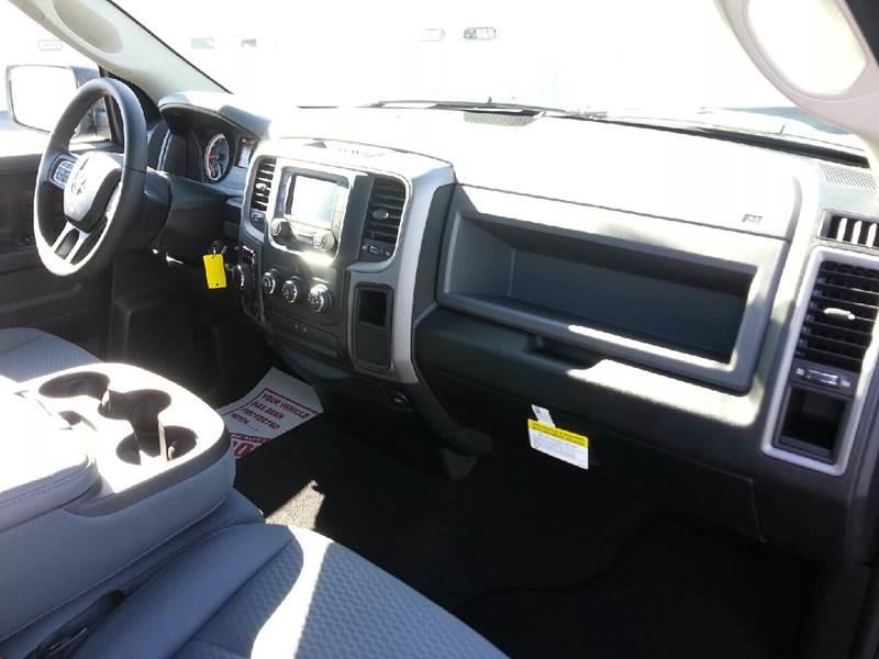 2017 RAM Ram Pickup 1500 4x4 Express 4dr Quad Cab 6.3 ft. SB Pickup - Canton IL