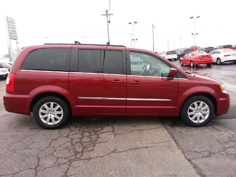 2016 Chrysler Town and Country Touring 4dr Mini-Van - Canton IL