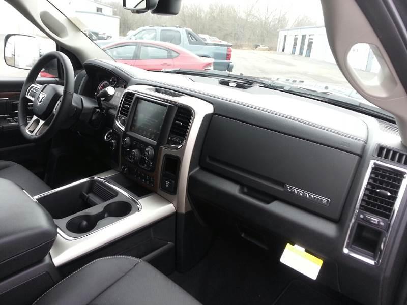 2017 RAM Ram Pickup 2500 4x4 Laramie 4dr Mega Cab 6.3 ft. SB Pickup - Canton IL