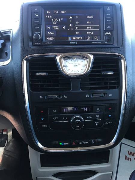 2011 Chrysler Town and Country Touring 4dr Mini-Van - Detroit MI