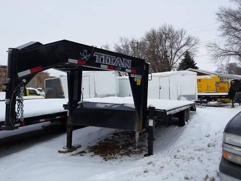 2012 USED TITAN 20+6 FLATBED