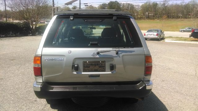 1999 Nissan Pathfinder LE 2WD - Greenville SC