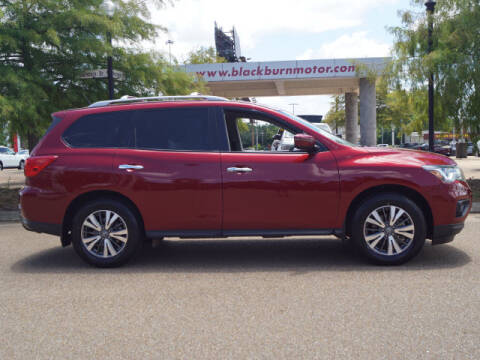 2018 Nissan Pathfinder for sale at BLACKBURN MOTOR CO in Vicksburg MS