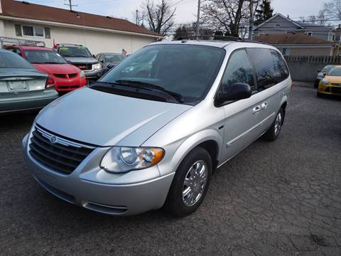 2007 Chrysler Town and Country for sale in Redford, MI