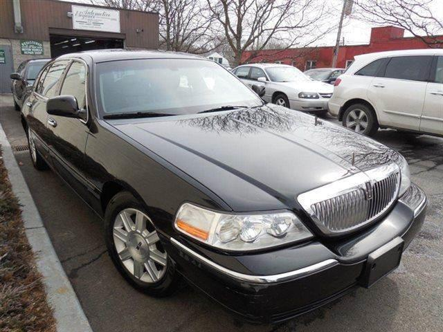 2011 lincoln town car executive l 4dr sedan in westchester county ny auto king picture cars. Black Bedroom Furniture Sets. Home Design Ideas