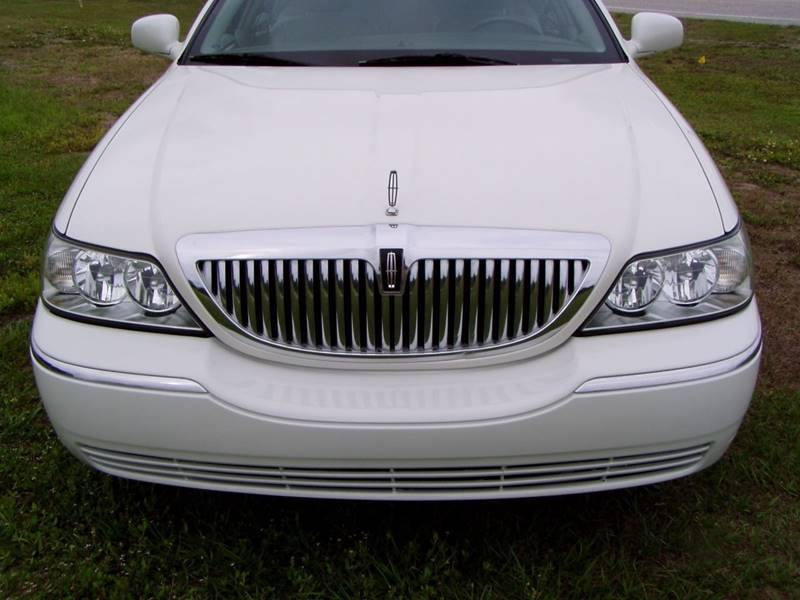 2004 Lincoln Town Car Signature 4dr Sedan - Sarasota FL
