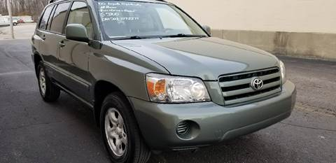 2005 Toyota Highlander for sale at Derby City Automotive in Louisville KY