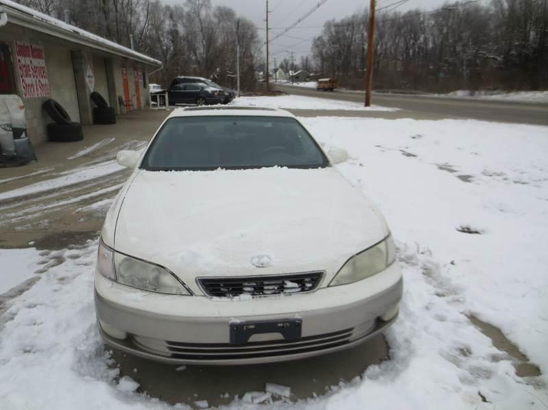 1997 Lexus ES 300 for sale at B & T Auto Sales & Repair in Columbus OH