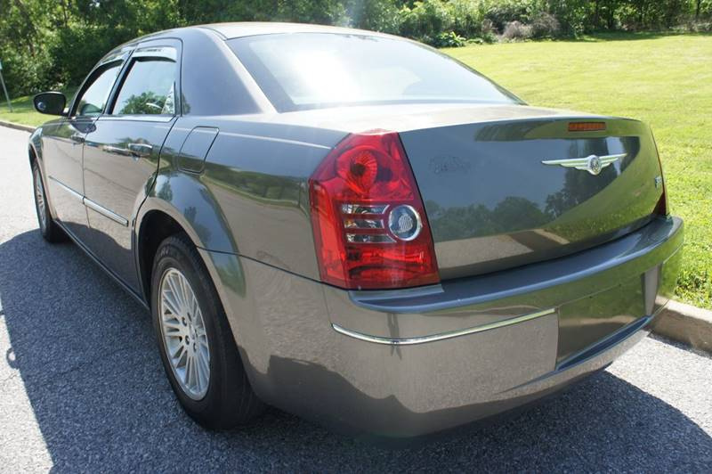2009 Chrysler 300 Touring 4dr Sedan - Saint Louis MO