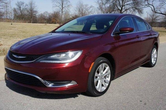 2015 Chrysler 200 Limited 4dr Sedan - Saint Louis MO