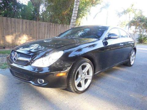 2007 Mercedes-Benz CLS for sale at FINANCIAL CLAIMS & SERVICING INC in Hollywood FL