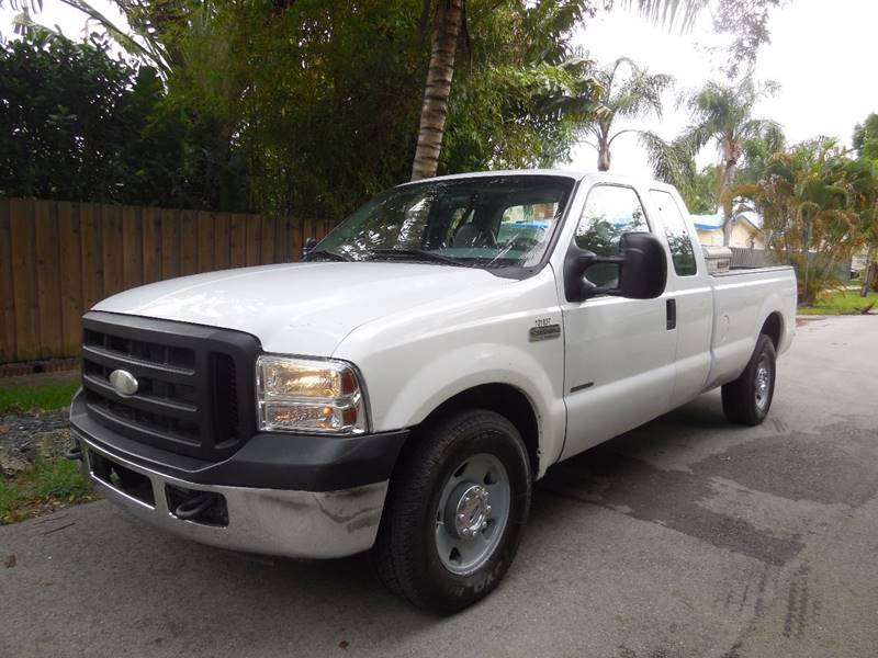 2006 Ford F-250 Super Duty for sale at FINANCIAL CLAIMS & SERVICING INC in Hollywood FL